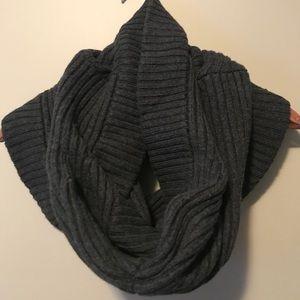 Lululemon chunky wool infinity scarf ✨